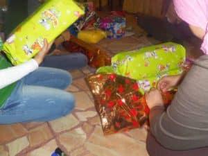 Geschenke für Waisenkinder in kurdischen Gebieten