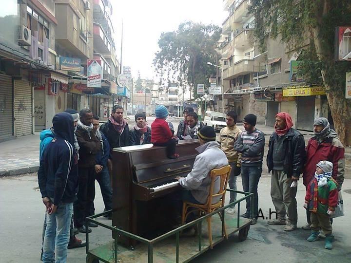 Das Klavier zwischen den Ruinen, Camp Yarmouk, Damaskus. (c): Amer Alhindi.