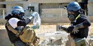 UN-Experten nehmen in den Vororten von Damaskus Proben