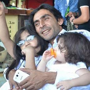Naji Jerf mit seinen zwei Töchtern. Quelle: Facebook/privat.