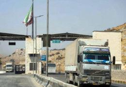 Ein LKW der UN passiert die Grenzebei Hab al Hawa