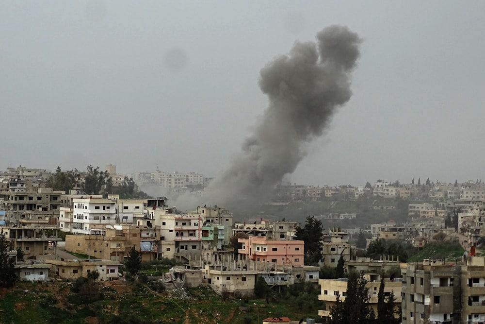 Staubwolken in Daraa nach Angriffen des Assad-Regimes