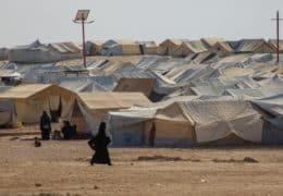 Frau im Al-Hawl-Camp in Nordostsyrien